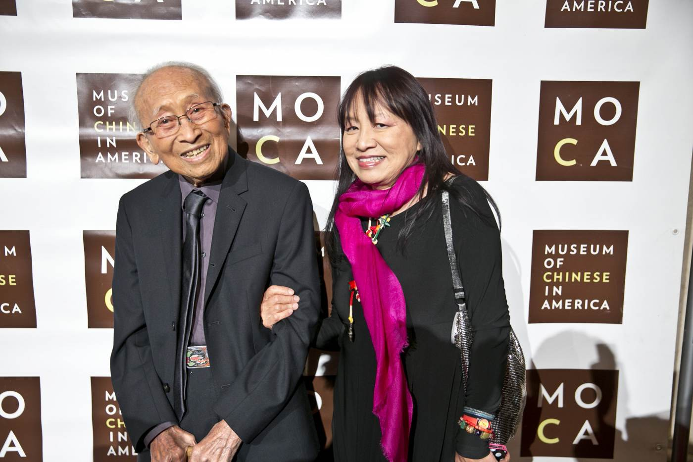 23 September 2019 Posted. Tyrus Wong (Left) with his daughter Kim (Right) at the 2014 MOCA Gala, Museum of Chinese in America (MOCA) Institutional Archives. 黄齐耀(左)和他的女儿Kim(右)在2014年的MOCA年度传承慈善晚宴上,美国华人博物馆(MOCA)机构档案
