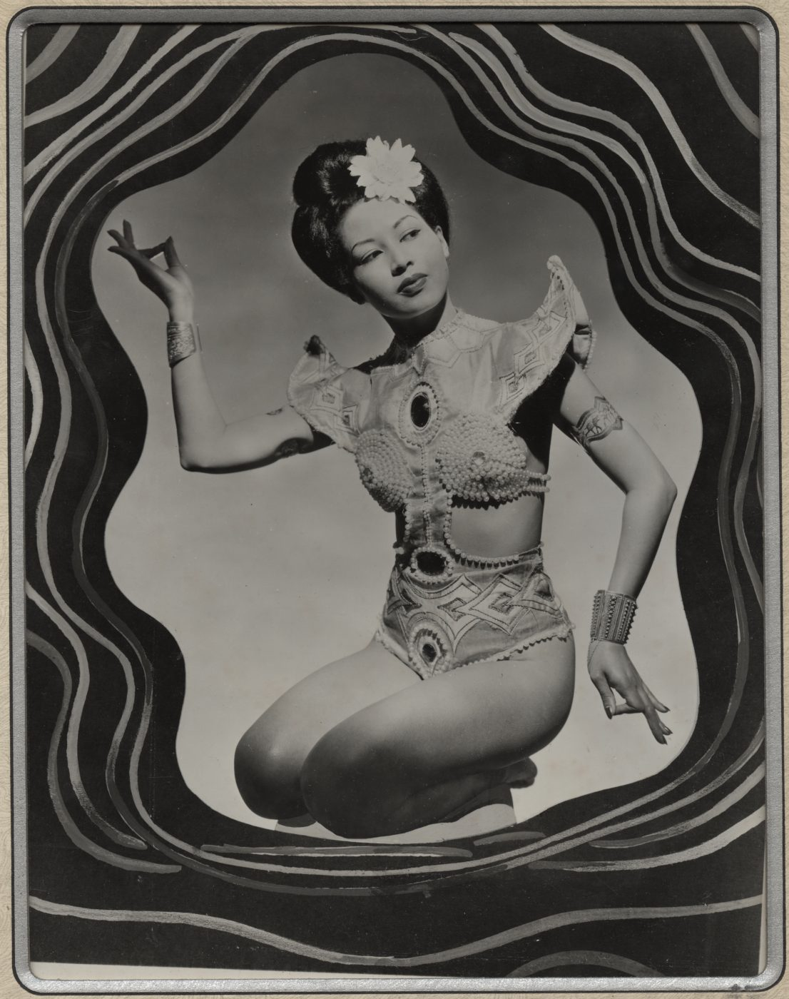 16 May 2019 Posted. Ming Chu Posing in Costume, Gift of Ming Chu Hohloch, Museum of Chinese in America (MOCA) Collection. 赵明身着演出服的舞姿,赵明捐赠,美国华人博物馆(MOCA)馆藏