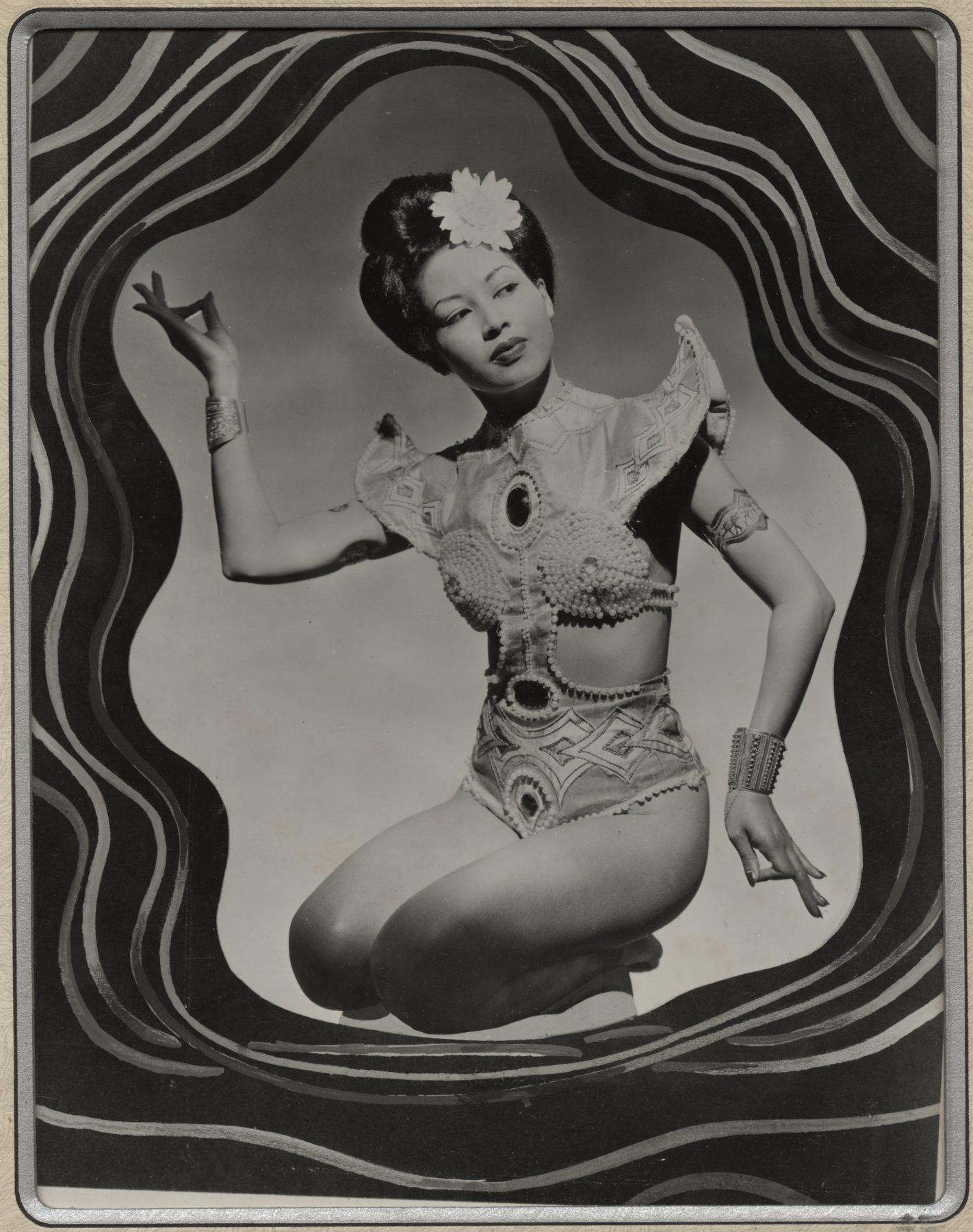 16 May 2019 Posted. Ming Chu Posing in Costume, Gift of Ming Chu Hohloch, Museum of Chinese in America (MOCA) Collection. 赵明身着演出服的舞姿,赵明捐赠,美国华人博物馆(MOCA)馆藏