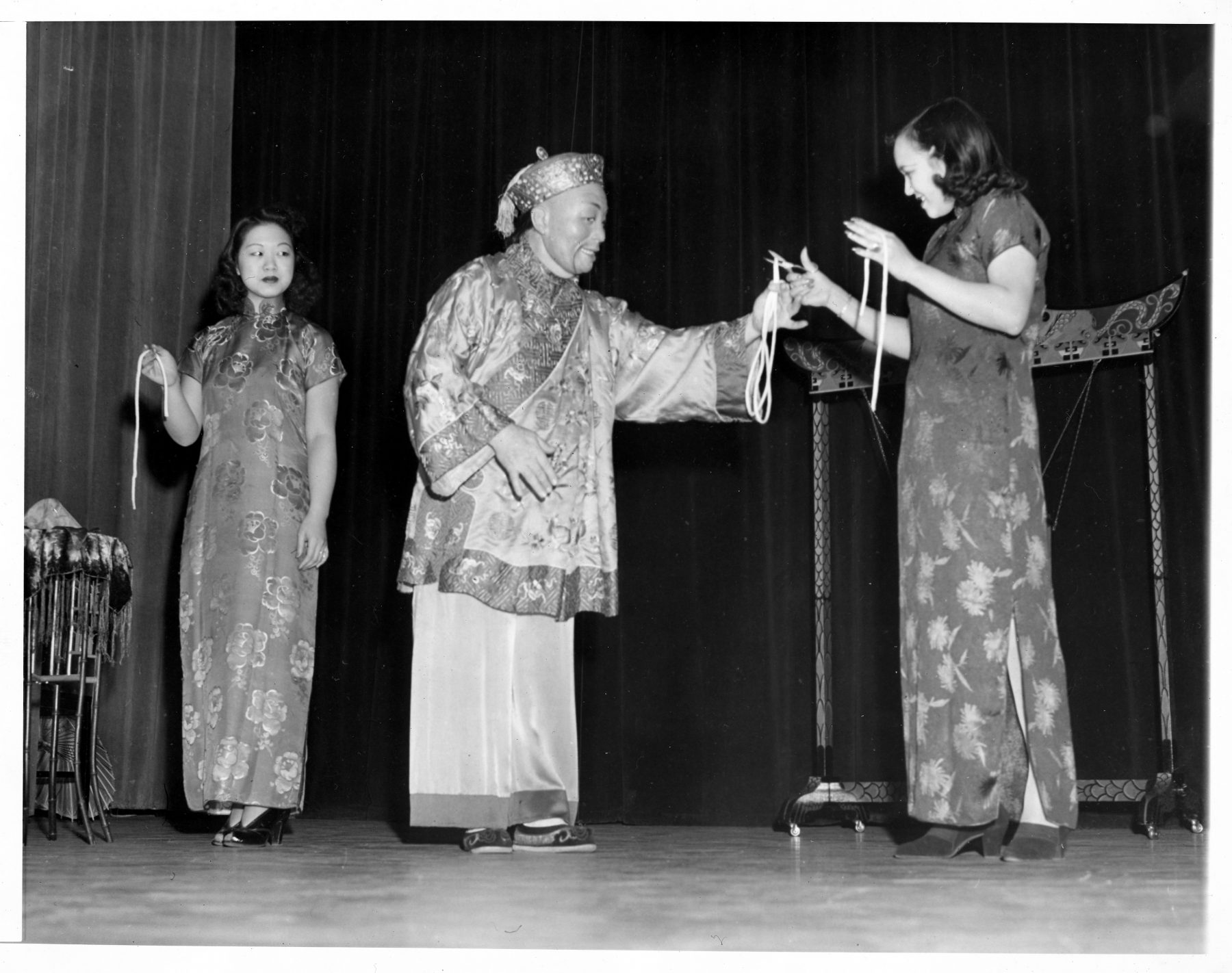 """08 October 2019 Posted. William Arenholz performing as """"Foo Ling Yu,"""" at the Barbizon Plaza Hotel, Courtesy of Elizabeth Ng, Museum of Chinese in America (MOCA) Collection. William Arenholz在Barbizon Plaza扮演""""Foo Ling Yu"""",Elizabeth Ng捐赠,美国华人博物馆(MOCA)馆藏"""