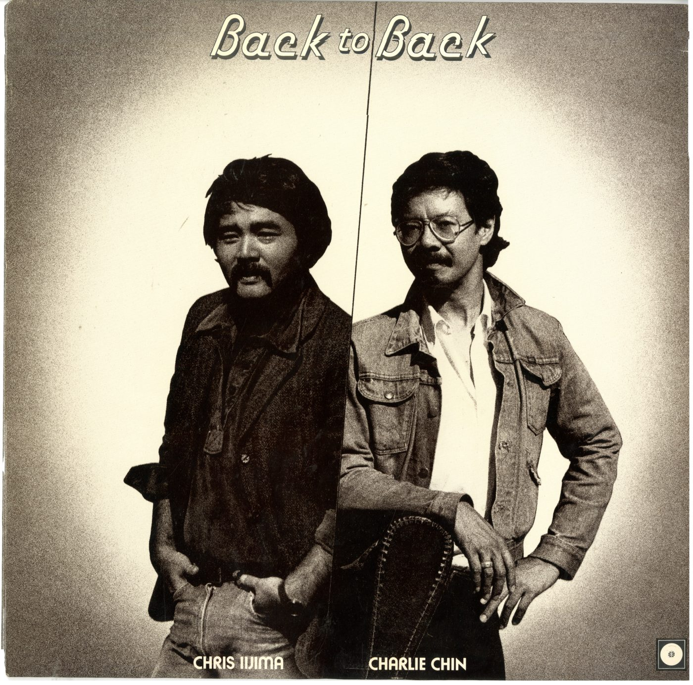 21 May 2019 Posted. Chris Iijima & Charlie Chin on the Cover of Album Back to Back, Courtesy of Henry Chu, Museum of Chinese in America (MOCA) Collection. 克里斯·饭岛和陈建文在专辑《背靠背》封面上,Henry Chu捐赠,美国华人博物馆(MOCA)馆藏