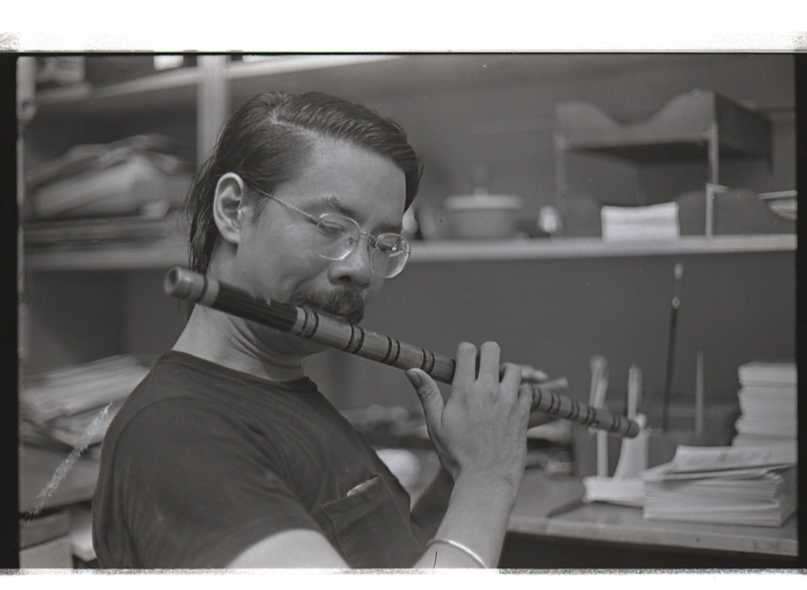 20 May 2019 Posted. Charlie Chin playing the flute, Courtesy of Henry Chu, Museum of Chinese in America (MOCA) Collection. 陈健文在吹长笛,Henry Chu捐赠,美国华人博物馆(MOCA)馆藏