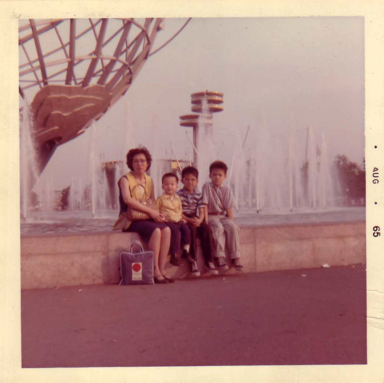 01 August 2019 Posted. Yee Family at the world's fair, August 1965, Courtesy of Jennifer Lee, Museum of Chinese in America (MOCA) Collection. Yee家在世界博览会,1965年8月,Jennifer Lee捐赠,美国华人博物馆(MOCA)馆藏
