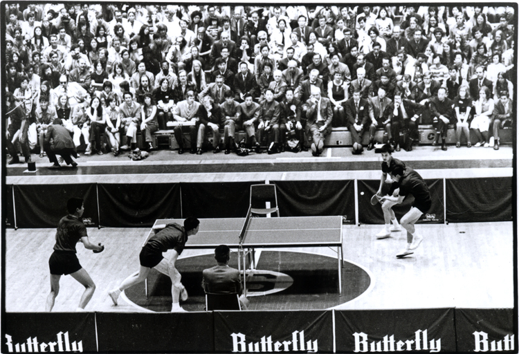 28 August 2019 Posted. The Chinese Ping Pong Delegation playing in an exhibition match at Stanford University, April 28, 1972. Courtesy of Connie Hwang, Museum of Chinese in America (MOCA) Collection. 中国乒乓球代表团在斯坦福大学的表演赛,1972年4月28日, Connie Hwang捐赠,美国华人博物馆(MOCA)馆藏
