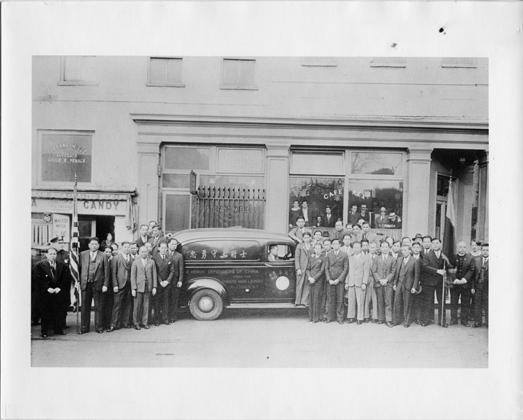 05 September 2019 Posted. Chinese Hand Laundry Alliance in front of an ambulance being donated to China, 1939, Museum of Chinese in America (MOCA) Collection. 1939年,纽约华侨衣馆联合会在他们捐赠给中国的救护车前合影,美国华人博物馆(MOCA)馆藏