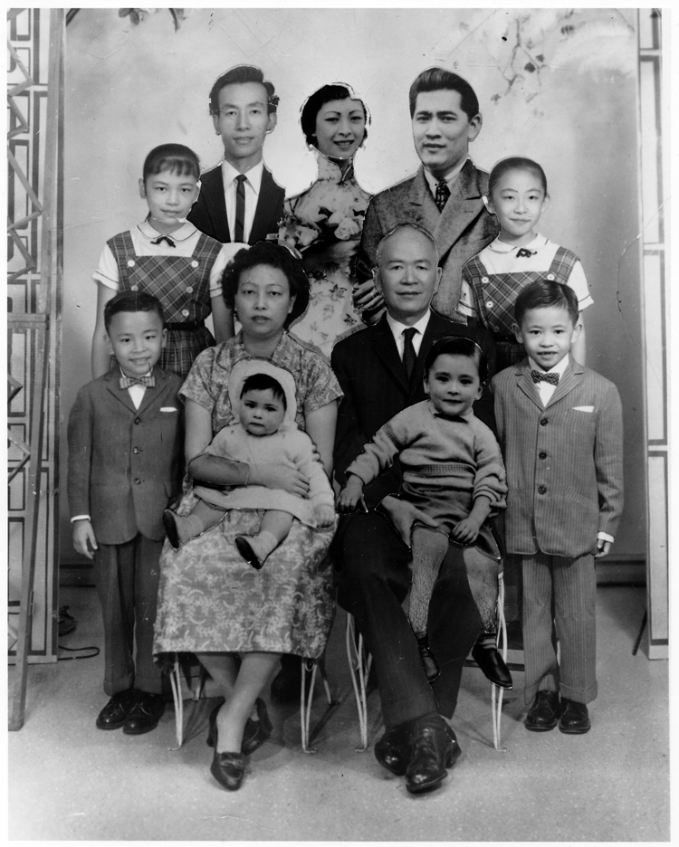 20 September 2019 Posted. Composite photo of the Low Family, Museum of Chinese in America (MOCA) Collection. 刘家的拼接照片,美国华人博物馆(MOCA)馆藏