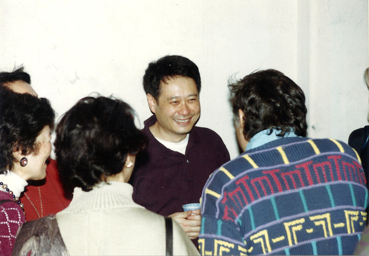 "26 September 2019 Posted. Ang Lee at MOCA Event ""Words and Pictures: Chinese American Screenwriters Talk Movies (feat. Ang Lee, Tony Chan)"" on March 5, 1994. Museum of Chinese in America (MOCA) Institutional Archives. 1994年3月5日,李安在MOCA举办的美国华人编剧谈电影的活动中(活动邀请了李安和陈国辉),美国华人博物馆(MOCA)机构档案"