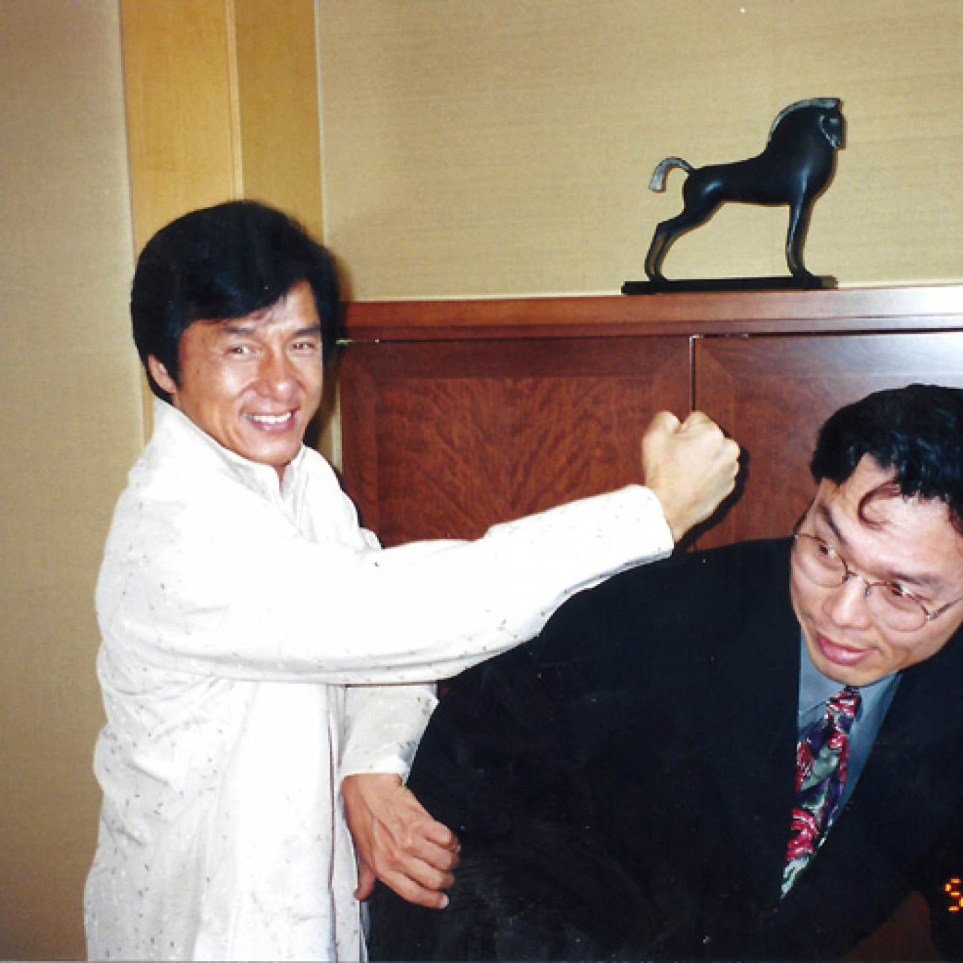 30 September 2019 Posted. Jackie Chan and MOCA Co-Founder Jack Tchen, in 2000 during the time of MOCA Legacy Award Gala, Museum of Chinese in America (MOCA) Institutional Archives 成龙与MOCA创始人陈国维在2000年MOCA年度传承颁奖晚宴活动期间,美国华人博物馆(MOCA)机构档案