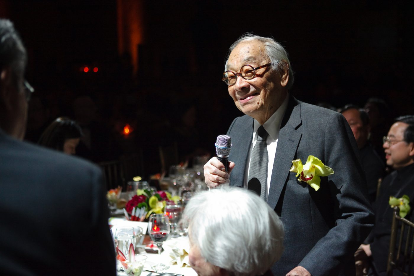 29 July 2019 Posted. I.M. Pei at the 2009 MOCA Gala, Museum of Chinese in America (MOCA) Institutional Archives. 贝聿铭在MOCA 2009年的历史传承慈善募款晚宴上,美国华人博物馆(MOCA)机构档案