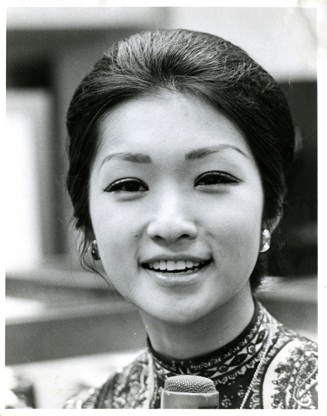 22 August 2019 Posted. Connie Chung Publicity Photo; Museum of Chinese in America (MOCA) Emile Bocian Collection. 宗毓华宣传照片;美国华人博物馆(MOCA)包信档案