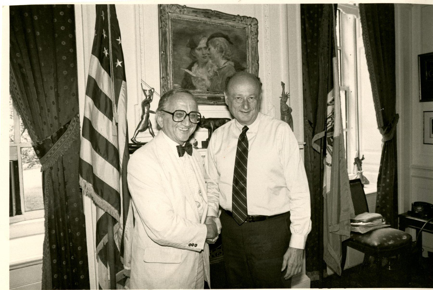 03 April 2019 Posted. Emile Bocian with Ed Koch, October 17, 1984. Museum of Chinese in America (MOCA) Emile Bocian Collection. 包信和Ed Koch,1984年10月17日。包信档案,美国华人博物馆(MOCA)馆藏