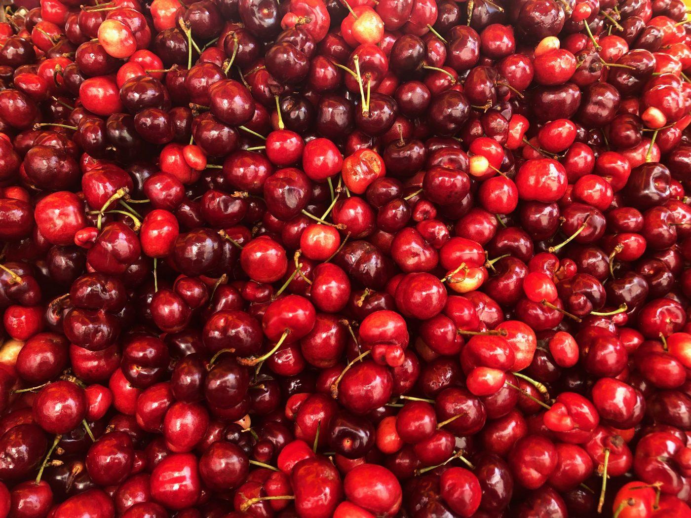 29 August 2019 Posted. Bing Cherries, Photograph taken by Hannah Baek. 冰樱,照片由MOCA实习生Hannah Baek拍摄